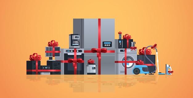 Ustawić różne urządzenia gospodarstwa domowego owinięte czerwoną wstążką kolekcja wyposażenia elektrycznego domu płasko poziomo