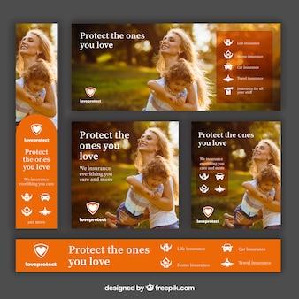 Ustawione banery reklamowe ubezpieczycieli