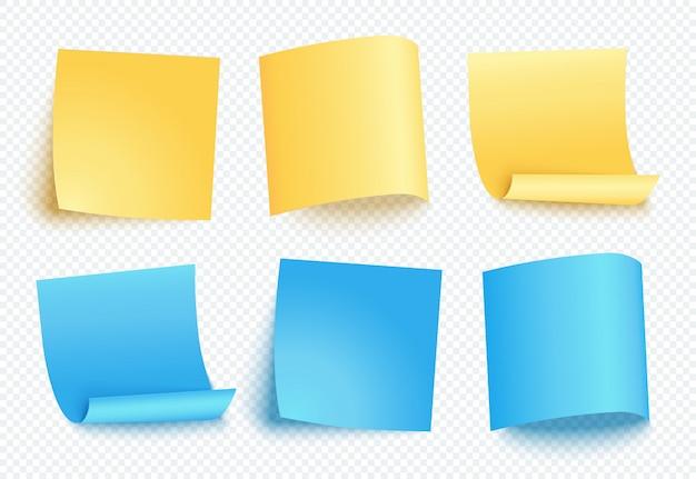 Uwaga arkusz żółtego i niebieskiego papieru z innym cieniem. pusty post na wiadomość, listę zadań, pamięć. zestaw sześciu karteczek na przezroczystym.