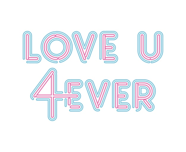 Uwielbiam napis u 4ever neonową czcionką w różowym i niebieskim kolorze