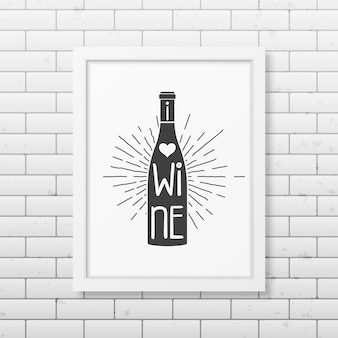 Uwielbiam wino - cytuj typograficzną realistyczną białą ramkę na ścianie z cegły.