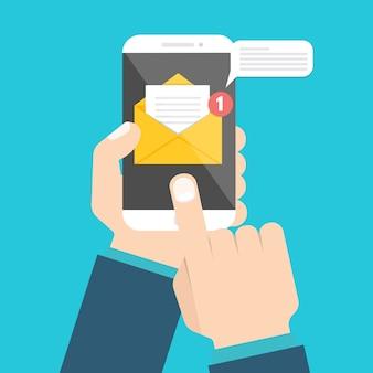 Uzyskaj koncepcję e-mail. ręka trzyma smartphone z powiadomieniem.