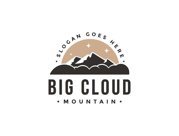Vintage duże chmury i szablon logo krajobraz górski