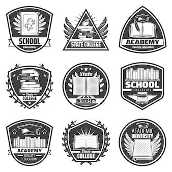 Vintage monochromatyczne etykiety edukacyjne zestaw z napisami książki świadectwo dyplomowe pióra jabłko czapka ukończenia szkoły na białym tle