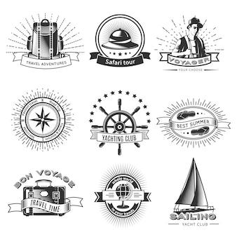 Vintage monochromatyczne logo podróżne z plecakiem, wycieczką safari, jachtingiem, kołem, klapką, aparatem, globusem i podróżnikiem na białym tle