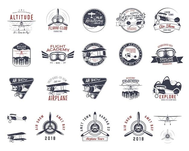 Vintage ręcznie rysowane stare znaczki muchy. emblematy wycieczka samolotem podróży lub biznesu. etykiety akademii dwupłatowców. retro lotnicze odznaki na białym tle. logo szkoły pilotażowej. projekt koszulki samolotowej, wydruki, projektowanie stron internetowych. wektor zapasowy