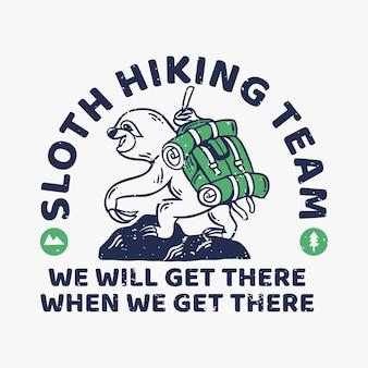 Vintage slogan typografia leniwca drużyna wędrowna dotrzemy tam, gdy tam dotrzemy, powolny loris wspina się na górę, aby zaprojektować koszulkę