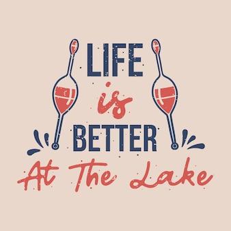 Vintage slogan typografia życie jest lepsze nad jeziorem