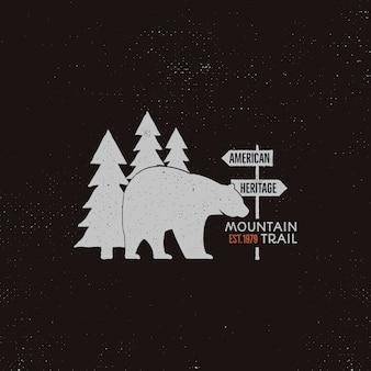Vintage szablon logo camping z niedźwiedziem, drzewa