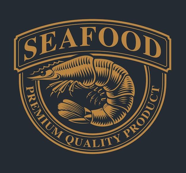 Vintage szablon logo z krewetkami na temat owoców morza na ciemnym tle.