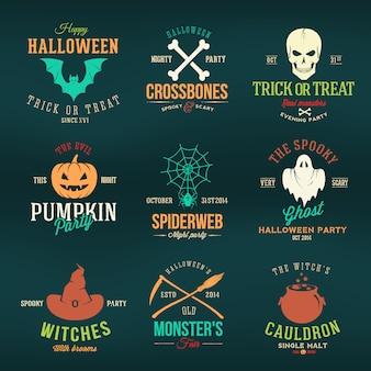Vintage typografia halloweenowe odznaki lub logo dyniowy duch czaszka kości nietoperz pajęczyna i kapelusz czarownicy