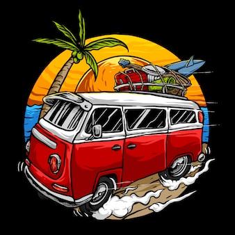 Wakacyjny rocznika samochód z zmierzchem w plaży