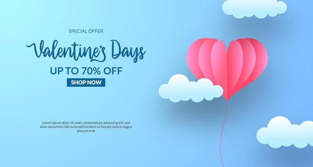 Walentynki sprzedaż oferta szablon transparent z słodkim niebieskim pastelowym tle papieru wyciętym w stylu latającego balonu serca z chmurą