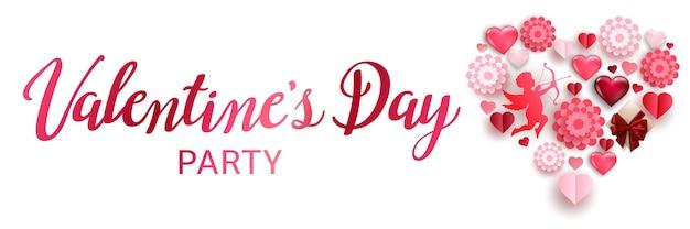 Walentynkowy baner imprezowy z serduszkami, amorek i papierowymi kwiatami połączonymi w kształcie serca.