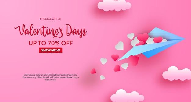 Walentynkowy baner sprzedaży z papierowym samolotem latać na niebie. ilustracja stylu cięcia papieru. różowe tło pastelowe