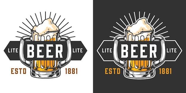 Warzenie vintage kolorowej etykiety z napisami i kuflem piwa z dwoma izolowanymi uchwytami