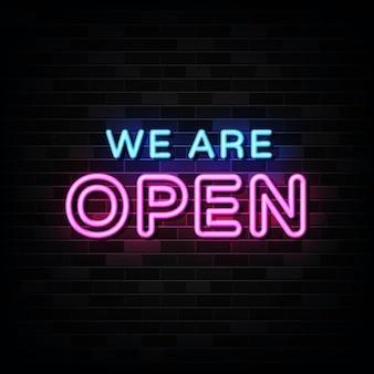 We are open neon signs na czarnej ścianie