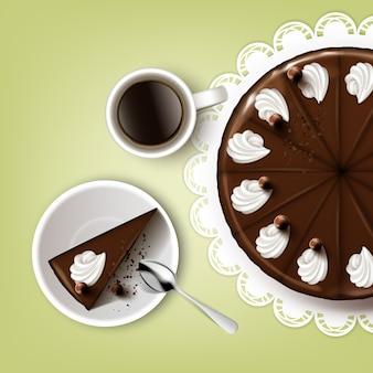 Wektor cięcia ciasto czekoladowe z polewą, bita śmietana, filiżanka kawy, łyżka, talerz, biała koronkowa serwetka widok z góry na białym tle na tle pistacji