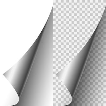Wektor srebrny metaliczny realistyczny róg strony zwinięty w kłębek. arkusz papieru złożony z miękkimi cieniami na jasnym przezroczystym tle. ilustracja 3d. szablon dla swojego projektu.