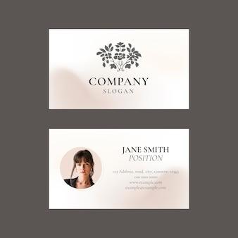 Wektor szablonu wizytówki w kolorze ciemnoszarym dla marki kosmetycznej w kobiecym motywie