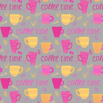 Wektor wzór kawy z filiżankami kawy i czas kawy napis w stylu doodle
