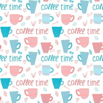 Wektor wzór kawy z filiżankami kawy niebieski i różowy i czas kawy napis w stylu doodle
