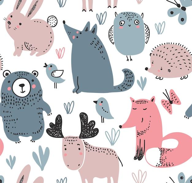 Wektor wzór z ręcznie rysowane dzikie zwierzęta leśne na białym tle
