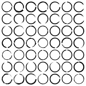 Wektor zestaw 49 pędzla koło grunge. okrągłe pętle doodle, okrągłe akcenty szkicu.
