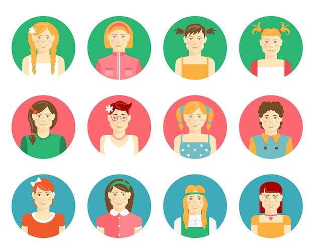 Wektor zestaw dwunastu uśmiechniętych dziewcząt i awatarów młodych kobiet w stylu płaski