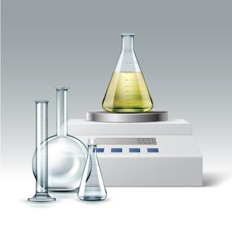 Wektor zestaw przezroczystej szklanej probówki laboratorium chemiczne, puste i pełne kolb żółty płyn z wagą elektroniczną na białym tle na tle