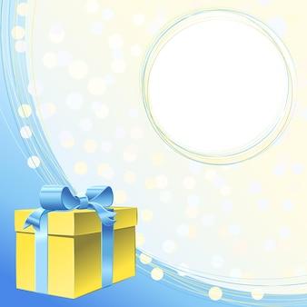 Wektor złoto pudełko z kokardą z niebieską wstążką i ramką na powitanie lub zaproszenie na wakacje
