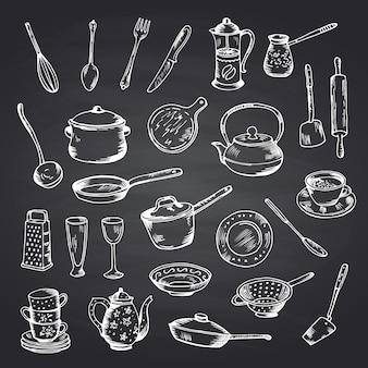 Wektorowy ustawiający ręki rysujący kuchenni naczynia na czarnej chalkboard ilustraci