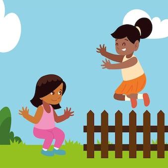 Wesoła dziewczęca scena ogrodzenia ogrodowego