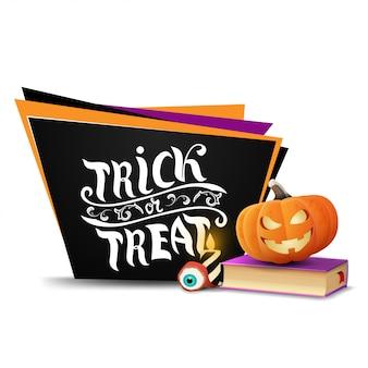 Wesołego halloween, cukierek albo psikus, czarna kartka z pozdrowieniami w formie geometrycznych talerzy z książką zaklęć i dyniowym jackiem