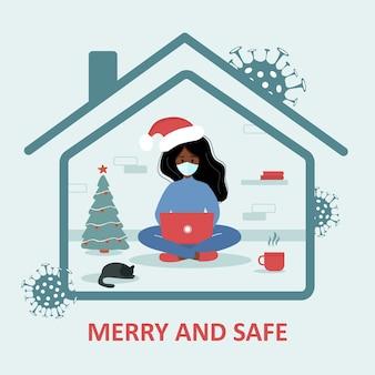 Wesołych i bezpiecznych wakacji. afrykańska kobieta w santa hat z laptopem siedzi w domu i świętuje boże narodzenie. kwarantanna lub samoizolacja. obawy przed koronawirusem. modna płaska ilustracja.