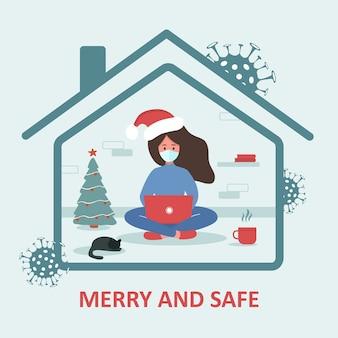 Wesołych i bezpiecznych wakacji. kobieta w santa hat z laptopem siedzi w domu i świętuje boże narodzenie. kwarantanna lub samoizolacja.