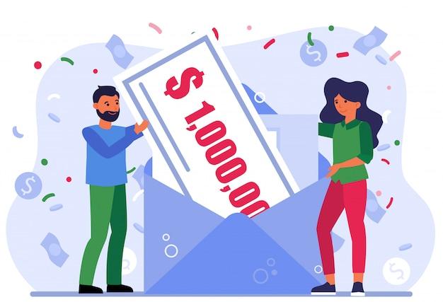 Wesołych ludzi wygrywających nagrody pieniężne