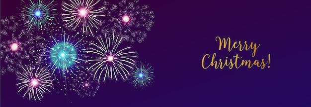Wesołych świąt bożego narodzenia napis z fajerwerkami, panoramiczny rozmiar nagłówka