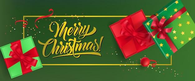 Wesołych świąt bożego narodzenia projekt banera. pudełka na prezenty ze wstążkami