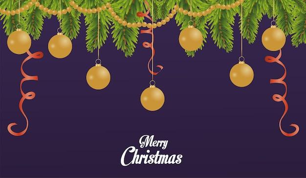 Wesołych świąt bożego narodzenia z kulkami i girlandą wiszącą w sosnowych gałęziach