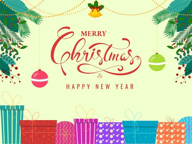 Wesołych świąt i szczęśliwego nowego roku tekst z dźwięczącym dzwonkiem, kolorowymi pudełkami, wiszącymi bombkami i jesiennymi liśćmi ozdobionymi na żółtym tle.