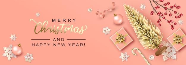 Wesołych świąt i szczęśliwego nowego roku tło ze sztuczną choinką