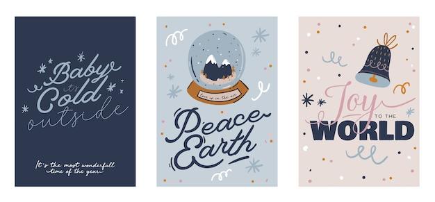 Wesołych świąt lub szczęśliwego nowego roku 2021 karty z napisem wakacje i tradycyjnym zimowym elementem.