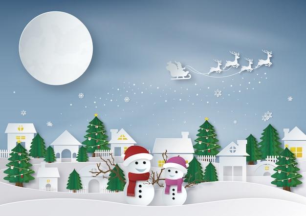 Wesołych świąt. papierowy rysunek świętego mikołaja jeździ saniami reniferów przed księżyc w pełni z bałwanem i kobietą śniegu. przestrzeń miejska i krajobraz w sezonie zimowym. ilustracji wektorowych.