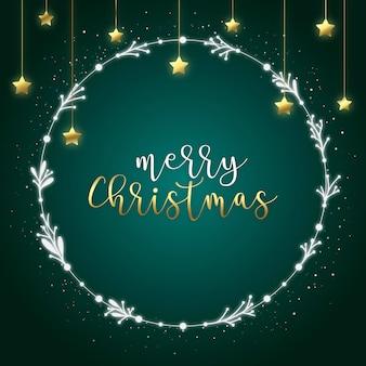 Wesołych świąt pocztówka z białym wieńcem i błyszczącymi złotymi gwiazdami na zielonym tle
