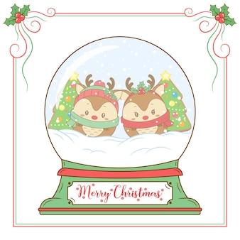 Wesołych świąt słodkie renifery rysują śnieżną kulę z czerwoną jagodową ramką