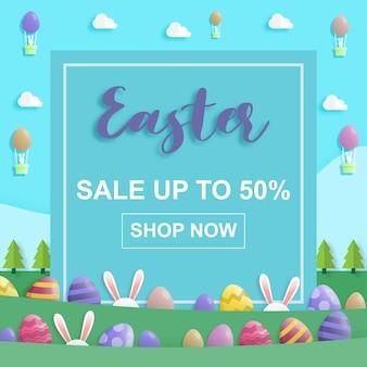 Wesołych świąt wielkanocnych na sprzedaż w stylu sztuki papieru z królikiem i pisankami.