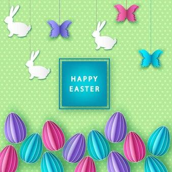 Wesołych świąt wielkanocnych tło z papierowymi kolorowymi jajkami, motylem i króliczkiem.
