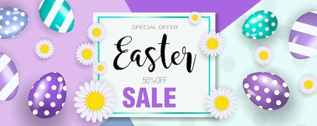 Wesołych świąt wielkanocnych transparent z jajkami i kwiatami. super oferta wielkanocna, rabaty, promocje.