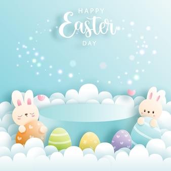 Wesołych świąt wielkanocnych z uroczym królikiem i okrągłym podium do prezentacji produktów